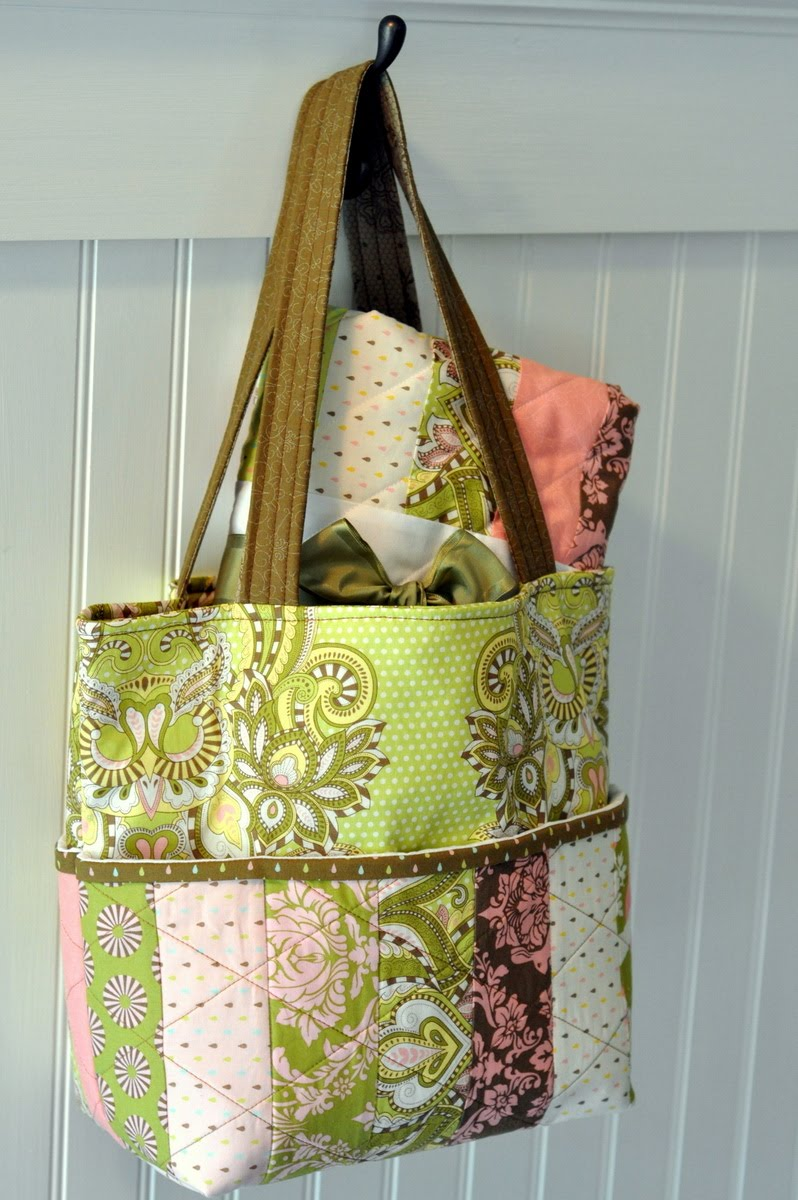 Hushabye Tote Bag and Coin Quilt Â« Moda Bake Shop : quilt tote bag - Adamdwight.com
