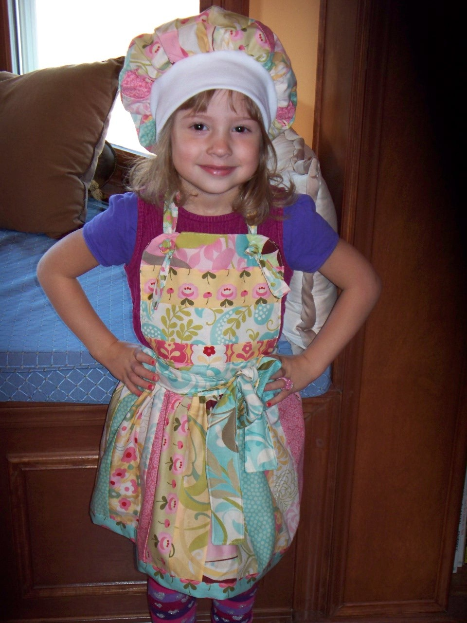 Kids decorated them with markers and stickers and had fun dressing up with aprons and chef hats. Pretty easy to adjust. Date published: Rated 4 out of 5 by MRLD from Chef Hat Chef hat is paper, easy to color, perfect for daughter's cooking class demonstration. Hats need assembly after decorating I reinforced with tape to keep /5(61).